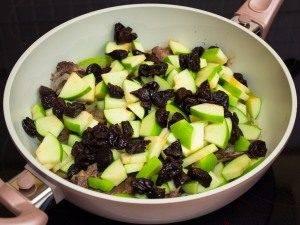 Баранья корейка с яблоками, черносливом и булгуром - 5