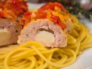 Тефтели с моцареллой в томатном соусе - 8