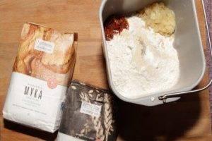 Хлеб с луком и томатами в хлебопечке - 0