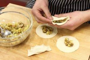 Ароматные вареники с лесными грибами и картофелем - 2