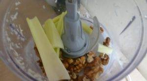 Салат из редьки и орехов - 1