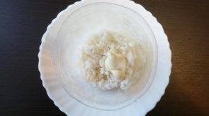 Салат с грибами, рисом и солеными огурцами - 0