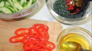 Острый салат из огурцов с маковой заправкой - 0