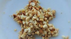 Салат с клубникой, сыром фета и орехами - 1