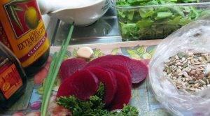 Свекольный микс-салат с рукколой и тыквенными семенами - 0