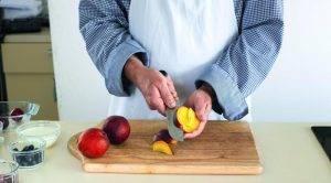 Утренний салат из фруктов и мюсли - 0