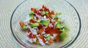 Морской салат-коктейль с рисом и авокадо - 0