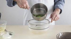 Зеленый салат с ореховой крошкой и фетой - 1