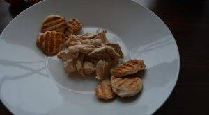 Салат с курицей под соусом