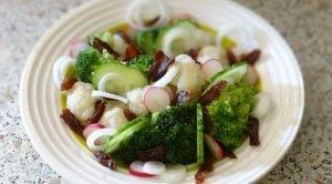 Витаминный салат с брокколи и цветной капустой - 1