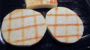 Салат-закуска с жареным сыром - 1
