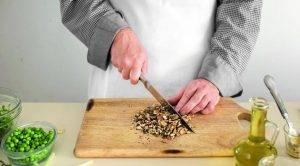 Салат из копченого лосося, горошка и риса - 0
