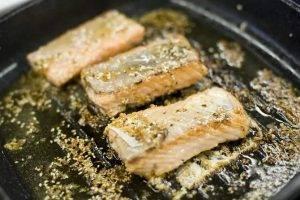 Лосось в глазури из меда и соевого соуса - 1