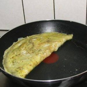 Омлет с сыром и зеленью - 2