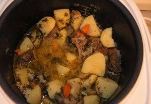 Тушеная баранина с картофелем в мультиварке - 2
