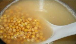 Суп из цельного гороха с чоризо, ароматными кореньями и куриным филе - 0