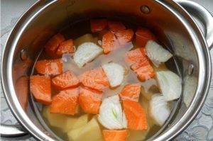 Морковно-картофельный суп-пюре с луком, обжаренным на утиных шкварках - 0
