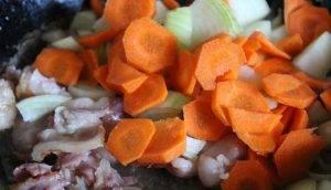 Суп из курицы с беконом и консервированным горошком - 0