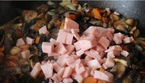 Суп с курицей, грибами и