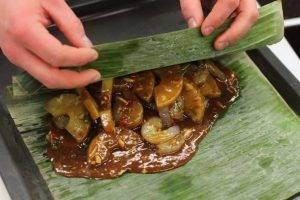 Рыба с креветками запеченная в банановых листьях - 3
