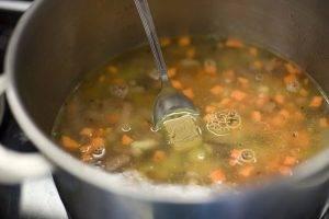 Суп с фасолью и колбасой - 1