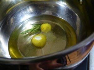 Ароматное масло с розмарином и чесноком - 0