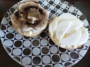 Горячий бутерброд с шампиньонами - 1