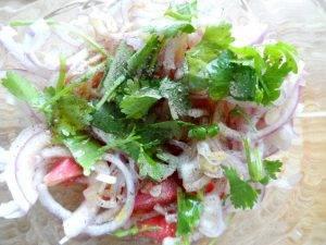 Салат из сладкого лука и помидоров - 1