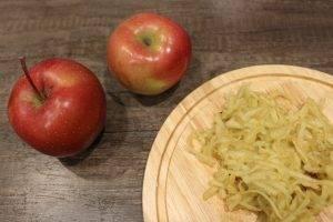 Фруктовый салат из бананов и яблок - 3