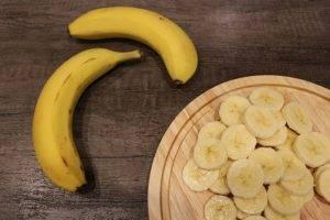 Фруктовый салат из бананов и яблок - 2