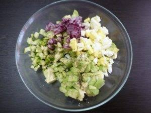 Салат из авокадо со свежим огурцом - 0