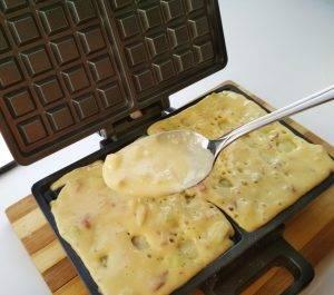Мягкие вафли с яблоком и курагой - 3