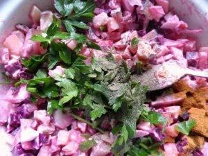 Овощной салат с сырокопченой колбасой - 1