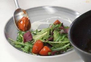 Салат с обжаренными томатами - 2