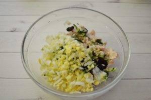 Диетический салат с огурцом и яйцом - 1