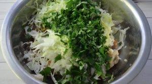 Мясная запеканка с капустой в кабачковой шубе - 1
