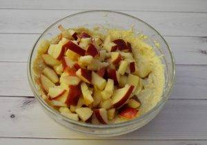Творожники с яблоком - 2