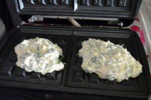 Вафли с сыром и зеленью - 3