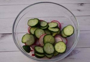 Весенний салат с редиской, огурцом и яйцами - 0