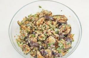 Салат с баклажанами и грецкими орехами - 3