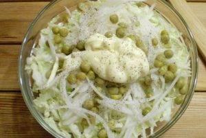 Салат из дайкона и капусты - 2