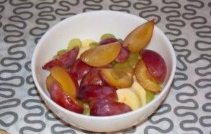 Сыроедческий салат из фруктов - 2