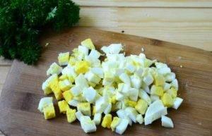 Салат из крапивы с яйцом и огурцом - 1