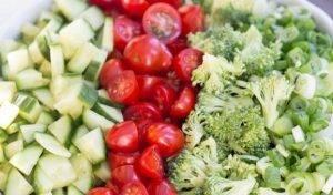 Салат из брокколи и овощей - 0