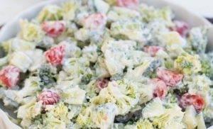 Салат из брокколи и овощей - 1