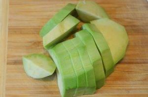 Салат из авокадо и красного лука - 0
