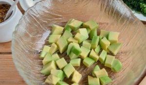 Весенний салат с авокадо и огурцом - 0