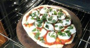 Пицца с базиликом и моцареллой - 1