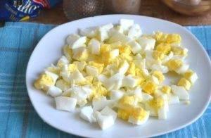 Салат из пекинской капусты с фасолью и яйцами - 0