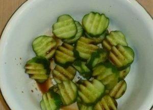 Огуречный салат с семечками - 1